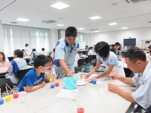 写真2:「色水のタワーを作ろう!」